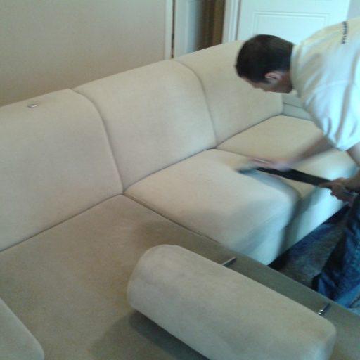 textilbőr huzatú bútor kárpittiszttíása